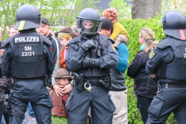 Erneute Versammlung In Zwonitz Polizei Setzt Teilnehmer Fest Blick Erzgebirge